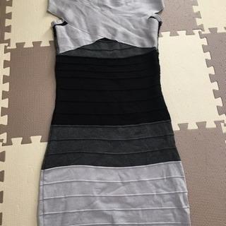 グレーと黒のドレス