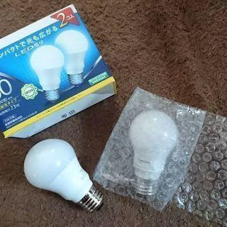 【ほぼ新品】LED電球(60W、E26口金)4つお譲りします!