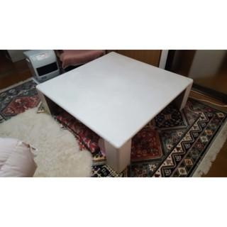 大きめの白いテーブル 幅:120㎝ 奥行:120㎝ 高さ:36㎝