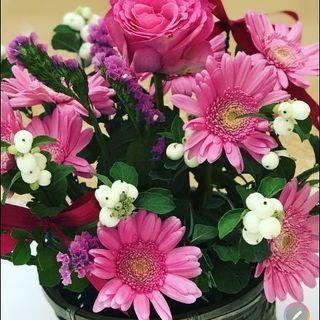 季節によった生花のフラワーアレンジメントやプリザーブドフラワー