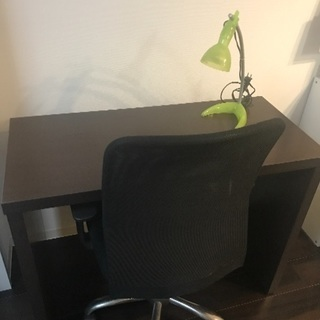 事務机、椅子、卓上ライトの3点セット