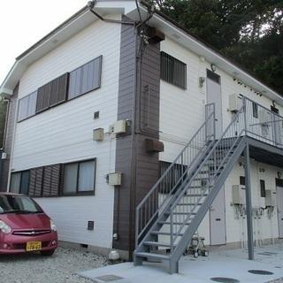 内外装フルリノベーションアパート。駐車スペース2台無料。大き目2DK。
