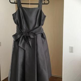 グレー・ドレスの画像