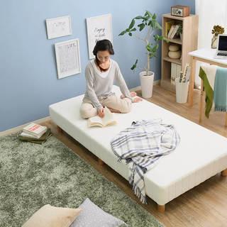 シンプルなマットレス付きベッド