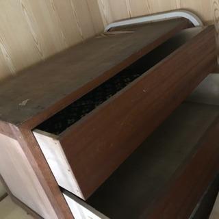 木製のタンス、2段