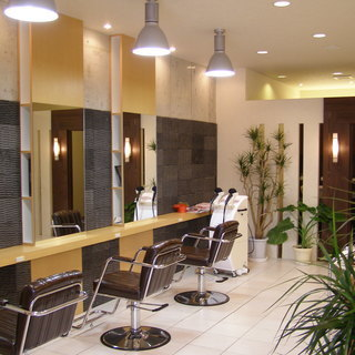 大阪市東成区城東区エリアの美容室&*again-HAIR DESIGN-緑橋/【緑橋駅徒歩3分以内】大阪市東成区の緑橋駅徒歩3分の美容室&*againは、キッズスペースありファミリーも安心。カットはもちろん、エアウェーブ、柔潤縮毛矯正、カラー剤も豊富でアソートカラー、イルミナカラー、髪質改善メニュー、ヒト幹細胞培養液の強髪ヘッドスパ、光脱毛、光フォトフェイシャル、歯のセルフホワイトニング、赤ちゃんの筆、等々色々地域のお客様に喜んで頂けるサロンを目指しています!! − 大阪府