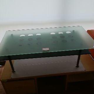 ガラステーブルです。