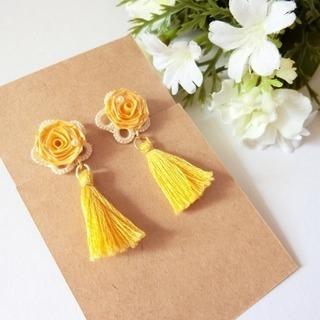 紙バラで作るイヤリングピアス