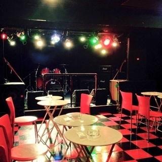 ライブハウスのステージでカラオケしませんか?