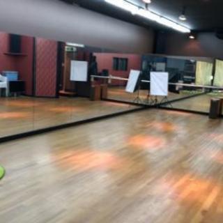 広々ダンススタジオ。駅の隣!