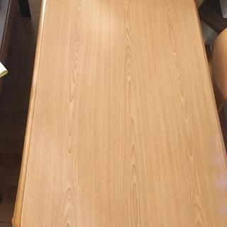木目調テーブルのコタツ