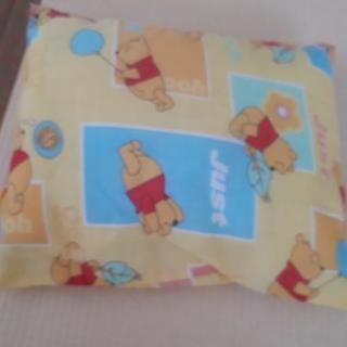 プーさん柄の枕 ベビー掛け布団 各々1つ