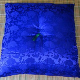 仏前座布団(唐草・紫色)ヨコ63 ×タテ68 cm 500円