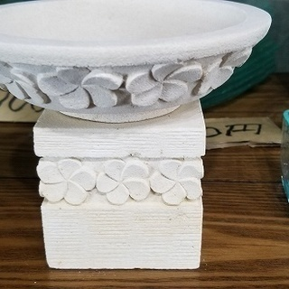 バリ島メイドのプリメリア柄の器-新品(在庫処分品)ストーン製
