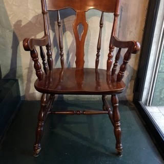 【木製】アンティーク調の椅子