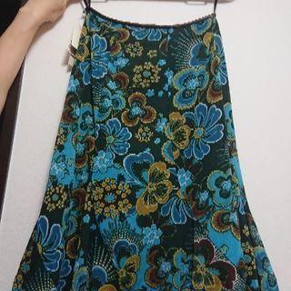 新品スカートです
