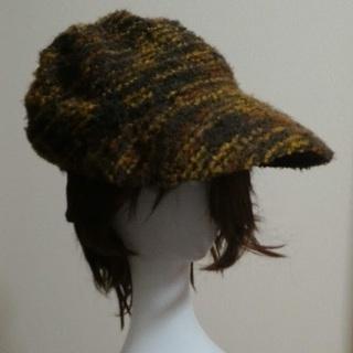 秋色のアクリル毛糸帽子