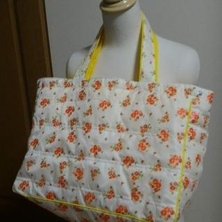 黄色い花柄バッグ