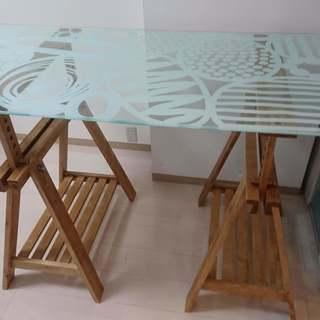 IKEA 大型ワークテーブル ガラス製 とてもおしゃれです 無料での画像