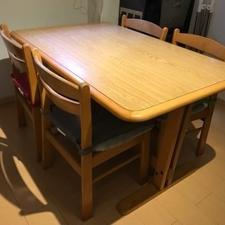 4人掛けダイニングテーブルセットの画像