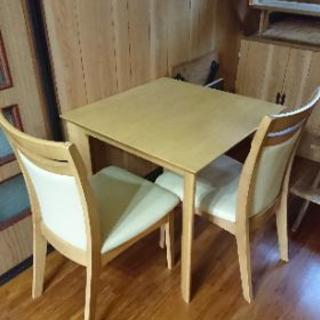 テーブル、椅子二脚セット