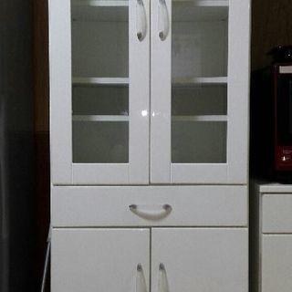 キッチンを明るく❗白の食器棚