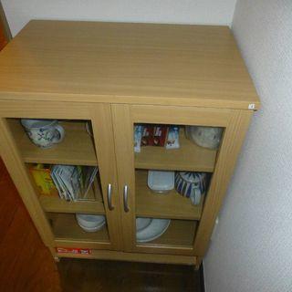 食器収納庫(1年9月使用、美品)譲ります
