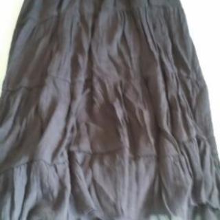 紺色のロングスカート
