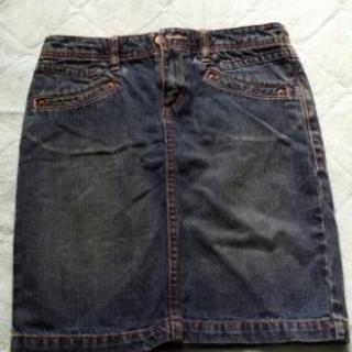 ジーンズのタイトスカート