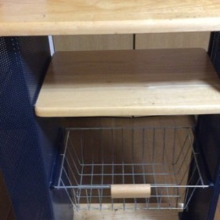 【中古収納家具】キャスター付き三段スチール製ラック(仕切板、天板:木製)