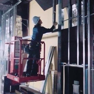 緊急募集‼️建築現場職★内装工‼️未経験月収25万〜‼️