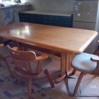 ダイニングテーブルと椅子3脚(回転式)