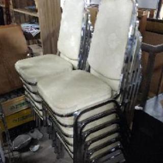 背もたれ付き椅子