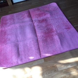 ピンクのラグカーペット