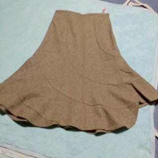 切り返しのあるフレアースカート