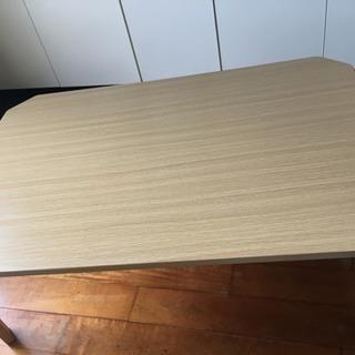 ニトリの大きい折りたたみ式テーブル