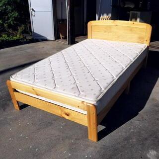 寝相が悪いあなた・・ セミダブルベッド 可愛い木製フレーム