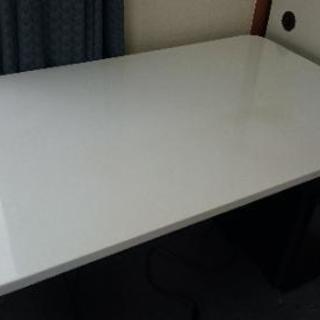 テーブル 120cm x 75cm