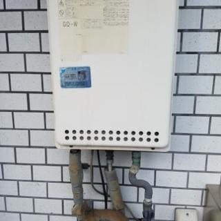 給湯器の故障【交換 水漏れ 基盤エラー 】でお困りの方は当社にお任...