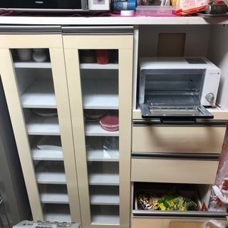 食器棚の小さめです