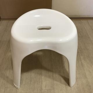 【ほぼ新品】ニトリ 裏面も洗いやすい 抗菌風呂いす ブロウ 高さ3...
