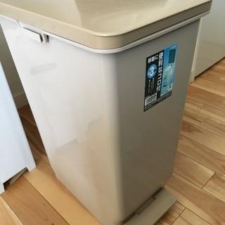 ペダル付き ゴミ箱