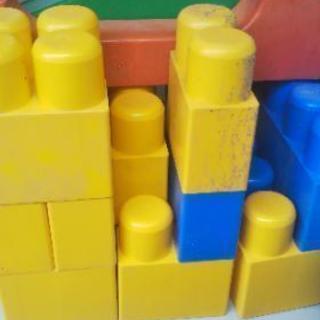 泥汚れ・色あせあり 1歳には全身ブロック