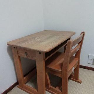 小学校の机と椅子 学習机