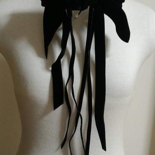 黒い花のコサージュ
