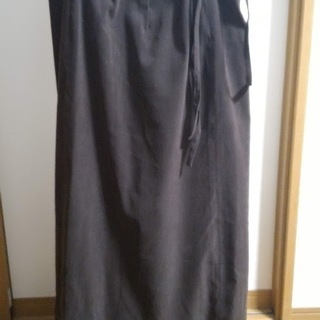 茶色の巻きスカート