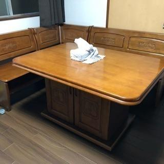 高級な食卓と椅子セットです