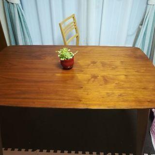 ダイニングテーブル (欲しい方は椅子一脚も)