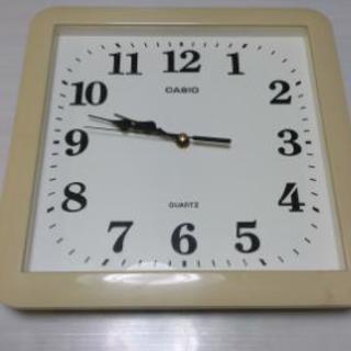 カシオ掛け時計白色