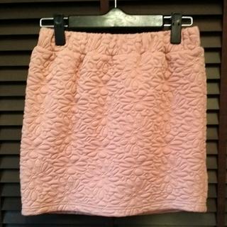 美品■花柄型押し■ピンクのミニスカート■秋冬向け